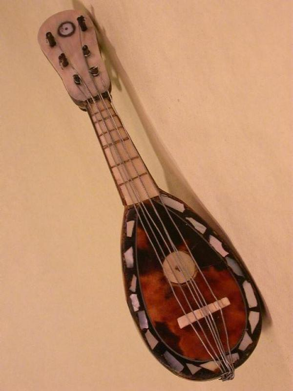 MINIATURE MANDOLINE , More Informations...
